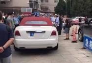 Cảnh sát Trung Quốc bắt nữ tài xế đỗ xe sang chắn cổng bệnh viện