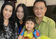 Á hậu Trịnh Kim Chi xinh đẹp mừng tuổi 47 bên chồng con