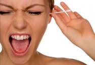 Dùng bông ngoáy tai kiểu này là sai lầm hàng triệu người đang mắc