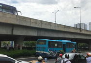 Hà Nội: Va vào xe buýt, một người đàn ông bị cán tử vong
