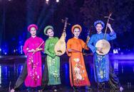 Bảo Thanh dầm mưa cùng Phùng Khánh Linh diễn vai tú nữ