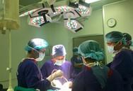 CỰC KỲ HIẾM GẶP: Thay khớp háng 2 bên cùng một lúc cho bệnh nhân bị gãy cổ xương đùi
