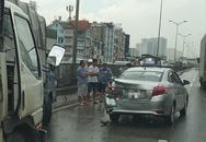 Hà Nội: Mưa lớn làm xảy ra nhiều vụ tai nạn, người dân bì bõm đi làm giữa đường ngập nước