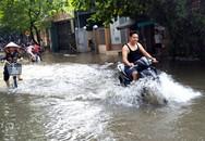 """Phố bất ngờ biến thành """"sông"""" giữa trời nắng to tại Hà Nội"""