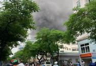 Hà Nội: Giải cứu người đàn ông mắc kẹt trong đám cháy lớn ở phố Núi Trúc