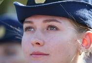 Vẻ đẹp của nữ sinh trường không quân Nga hút hồn trong ngày khai giảng