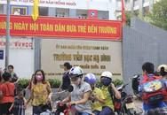 Sau vụ cháy Rạng Đông, học sinh trường Hạ Đình đeo khẩu trang kín mít đi học