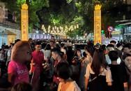 """Hà Nội: Dân đổ lên phố cổ đêm Trung thu vui chơi và ngao ngán lắc đầu """"nhìn đâu cũng thấy người"""""""
