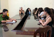 Nhân viên nữ kích dục cho khách ngay tại cơ sở massage