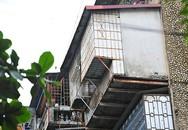 """Bất an với những """"siêu chuồng cọp"""" lơ lửng trên các chung cư cũ ở Thủ đô"""