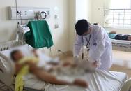Bác sĩ dùng tay chèn động mạch, cứu bệnh nhi bị tai nạn giao thông