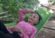 Cụ bà 83 tuổi nằng nặc xin trả sổ hộ nghèo
