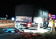 Hai mẹ con chết khi tông ôtô tải