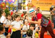 Xuân Bắc và trẻ nhỏ hào hứng với thông điệp phòng tránh bạo lực học đường ngày khai giảng