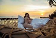 Hai chuyến du lịch 'bão táp' nhất của Vbiz 2019 gọi tên Kỳ Duyên, Minh Triệu và Ngọc Trinh: Cảm hứng nude cứ phải gọi là dâng trào luôn!