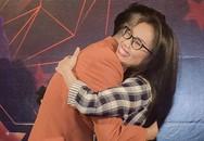 Cẩm Ly ôm chặt học trò Tấn Đạt