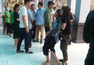 Cháy nhà xưởng khiến 8 người tử vong ở Hà Nội: Người thân đứng không vững chờ nhận dạng con, em mình