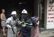 Hà Nội: Giải cứu người phụ nữ mang bầu thoát khỏi ngôi nhà 4 tầng đang bốc cháy