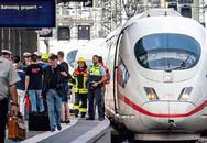 Bé trai 8 tuổi chết thương tâm khi bị người lạ đẩy vào đường ray trong lúc đoàn tàu đang lao tới