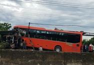 Xe khách mất lái đâm thẳng vào nhà dân ven quốc lộ, tài xế nhập viện cấp cứu