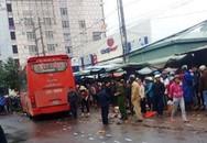 Xe khách lao vào chợ ven đường, ít nhất 3 người chết