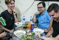 Quán phở miến gà ta chật kín khách từ sáng đến đêm ở Sài Gòn