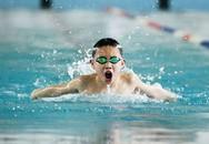 Nên ăn no hay để bụng đói khi bơi?
