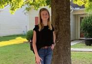 """Bức ảnh chụp bé gái đứng cạnh gốc cây khiến cư dân mạng hết hồn vì """"bé Na"""" lù lù sau lưng, nhưng tinh mắt lắm mới nhìn ra"""