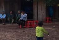 Bé gái 3 tuổi trượt chân rơi xuống mương nước tử vong