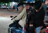 Đang điều khiển xe máy, nam thanh niên bị người cùng làng cầm dao truy đuổi chém gục