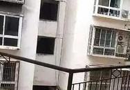 Gãy lan can, 2 học sinh rơi từ tầng 4 thương vong