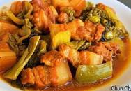 Thịt ba chỉ kho dưa cải chua khiến cơm nấu bao nhiêu cũng hết