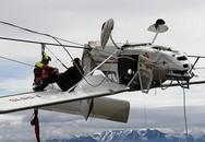 Đâm phải cáp treo, máy bay lộn ngược, phi công văng lên cánh