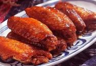 Cho cánh gà vào nồi cơm điện, thêm coca, sau 30 phút có món ngon đãi cả nhà
