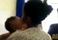 Bé trai 10 tháng tuổi bị điện giật tử vong, mẹ ôm con khóc trong tuyệt vọng 'Hãy về với mẹ!'