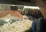 Tôi đi mua móng hổ, ngà voi: Toàn đồ giả!