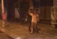 Hà Nội: Nam thanh niên cầm dao dí vào cổ bạn gái uy hiếp trong đêm khiến nhiều người sợ hãi