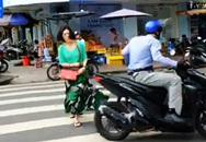 Sốc khi nữ du khách bị người ăn mặc sang trọng giật điện thoại ngay chợ Bến Thành