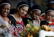 1/3 dân số sống dưới mức nghèo đói, quốc vương châu Phi vẫn vét ngân khố mua 19 xe Rolls Royce cho các bà vợ