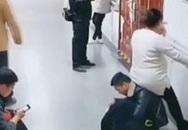 'Chồng người ta' nhận 7 triệu lượt thích vì lấy lưng làm ghế cho vợ bầu