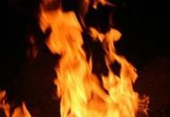 Người đàn ông bị lửa thiêu lúc rạng sáng
