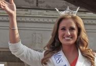 Cựu hoa hậu người Mỹ đối mặt với án tù vì gửi ảnh nóng cho học trò
