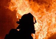 Cháy nhà 3 tầng ở TP.HCM, nhiều người tháo chạy