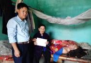 Trao tiền ủng hộ của bạn đọc Báo Gia đình & Xã hội đến những phận đời bất hạnh ở Thanh Hóa