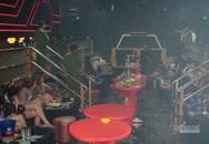 Hàng chục thanh niên phê ma túy, thủ súng đạn trong quán bar