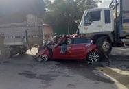 Xe tải tông loạt ô tô dừng đèn đỏ, xe đón dâu bẹp dúm ở Bình Thuận