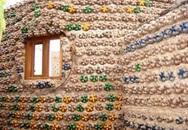 Độc đáo ngôi nhà xây từ những chai nhựa bỏ đi
