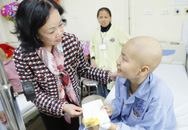 Trưởng ban Dân vận Trung ương thăm hỏi bệnh nhi ung thư chiều cuối năm