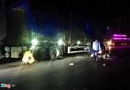 Va chạm ôtô đầu kéo, tài xế xe máy tử vong tại chỗ