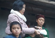 Cậu bé nghèo cõng khối u đi học nhận quà đầu xuân của độc giả Báo Gia đình & Xã hội gửi tặng